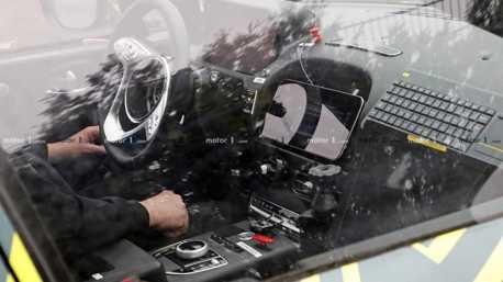 新款賓士內裝全都露?不對!這是一台Aston Martin DBX休旅車