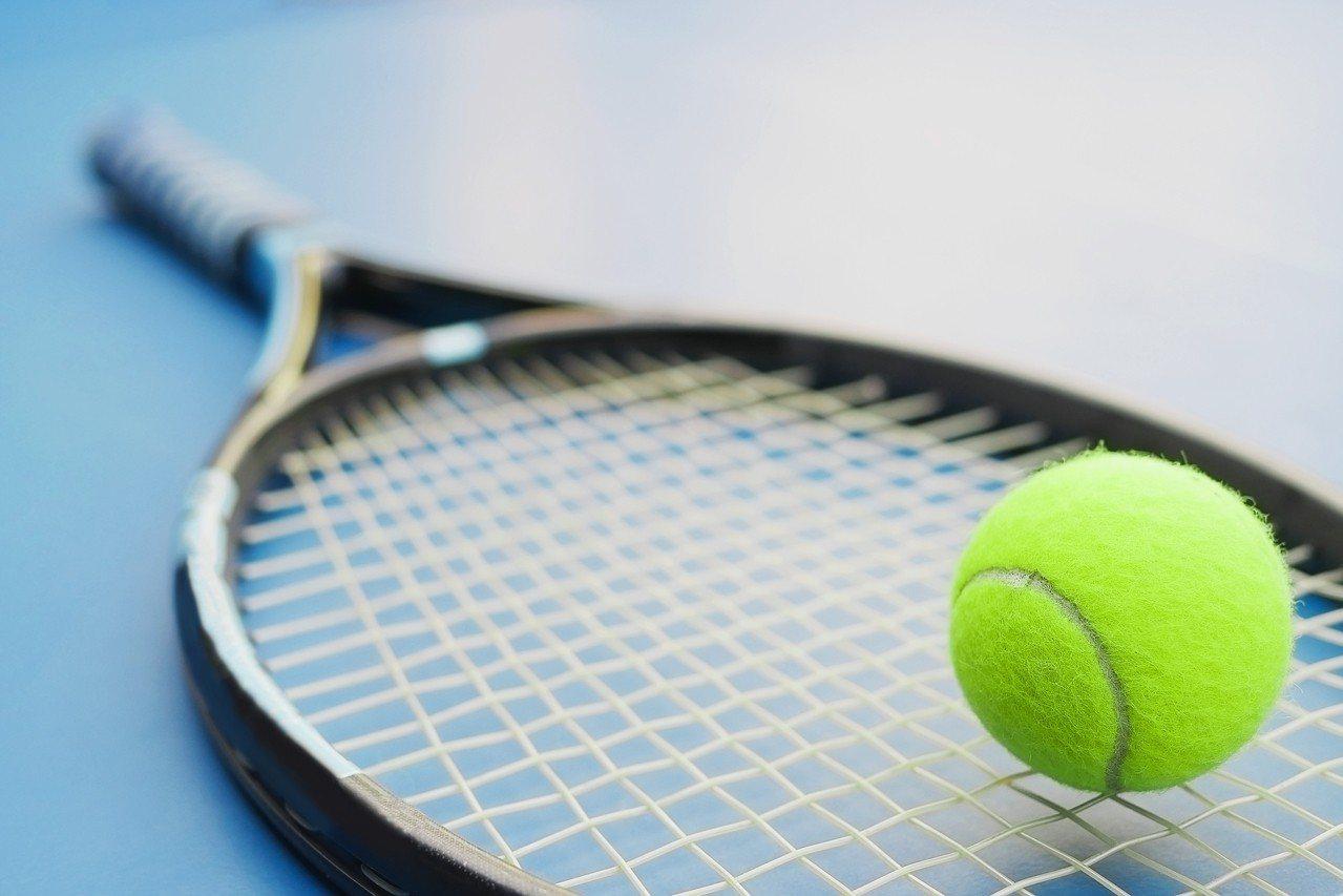日本一名40歲的無業男子因為喜歡汗水的味道,竟專偷用過的網球拍。示意圖/ingi...