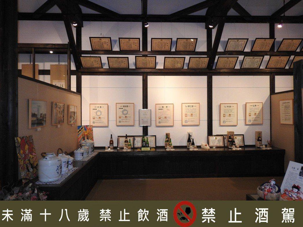 初孫的酒莊原廠內建立自己的博物館,擺放歷年各項獲獎殊榮證書。 西村純/提供