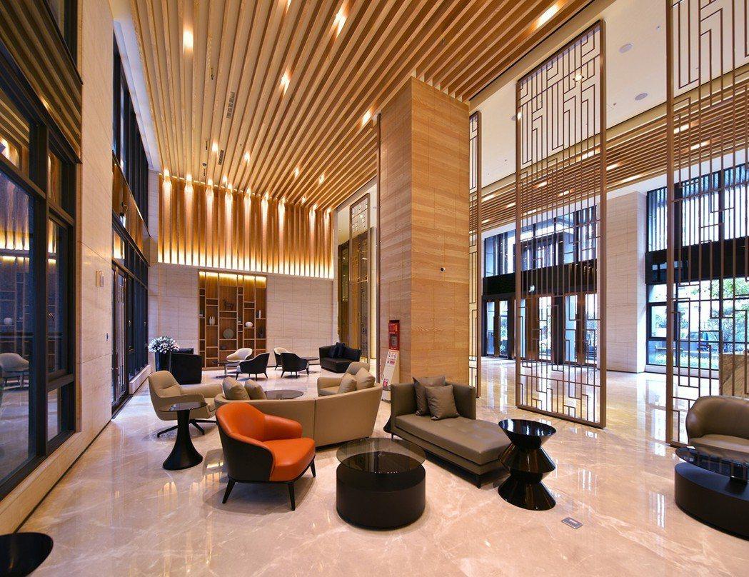 7.4米飯店級挑高大廳霸氣迎賓,步步彰顯主人品味非凡。圖片提供/三發地產
