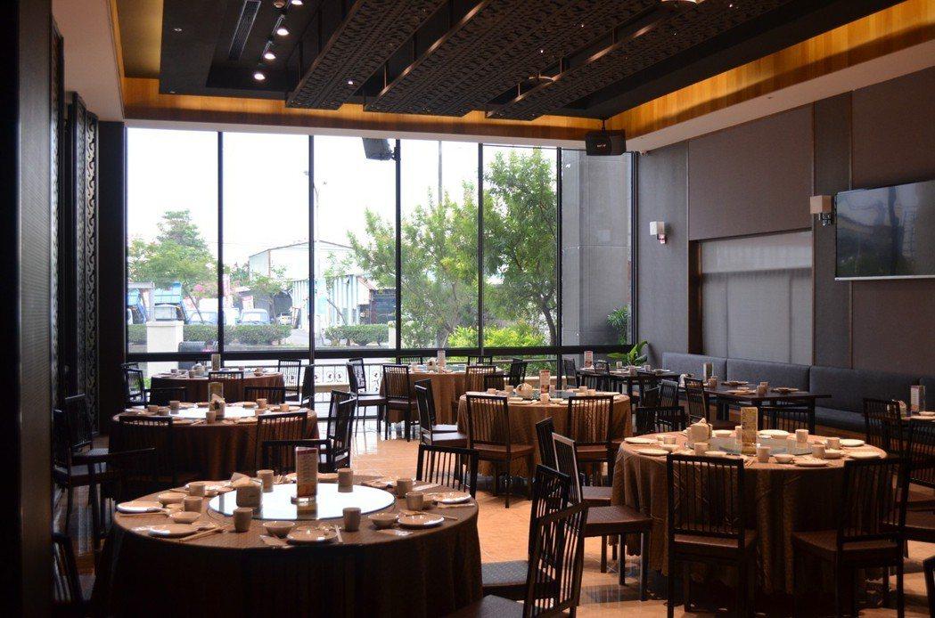 一樓小吃區,用餐環境明亮舒適。 水月囍樓/提供。