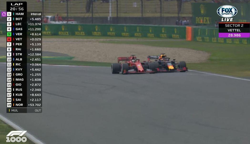 經過了一番纏鬥後Vettel才守住了Verstappen的攻勢。 截自FOX+