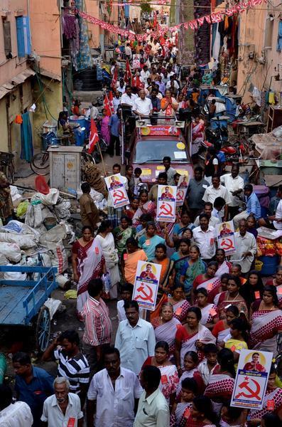 印度高達9億投票人的議會大選預期將歷時1個月,對人員、物力耗損都極為浩大。(ph...