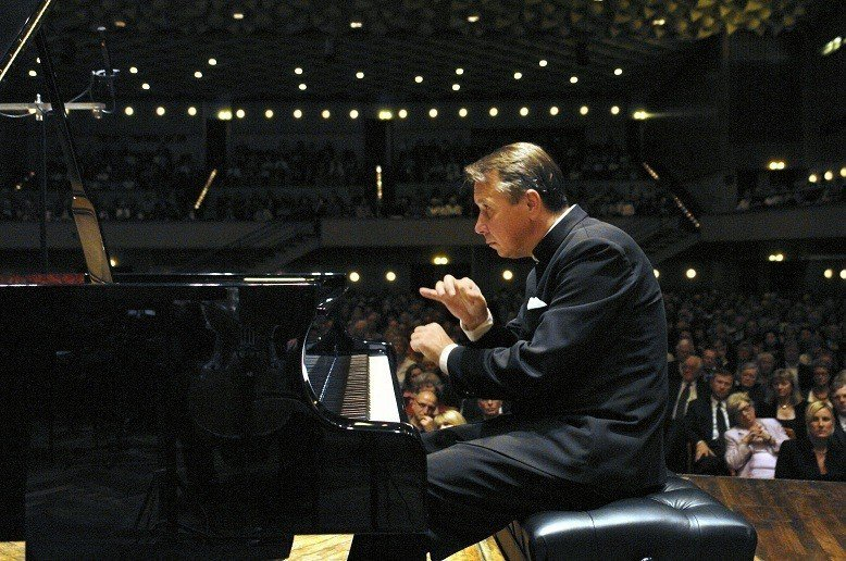 剛過完62歲生日的普雷特涅夫,將於6月來台舉辦鋼琴獨奏會。(傳大藝術提供)