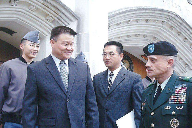 陳良沛(左2)2008年參訪西點軍校。