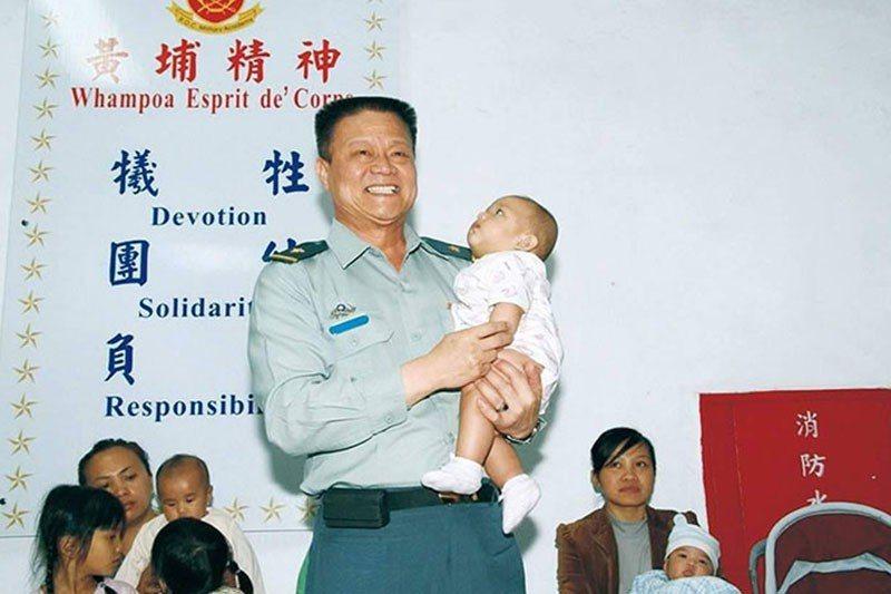 陳良沛對嬰幼兒很有愛。