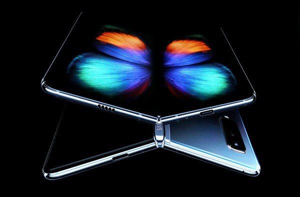 圖一 : 可摺疊螢幕手機開賣在即,誰能在最短的時間內充分改良產品的體驗,同時抓住...