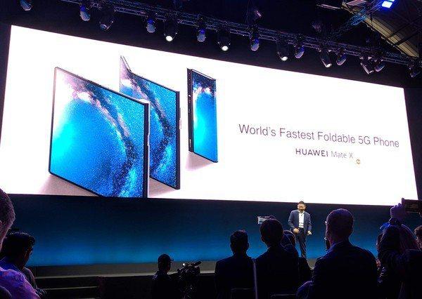 圖三 : 華為在MWC 2019發表了全球第一支可摺疊螢幕的5G手機。
