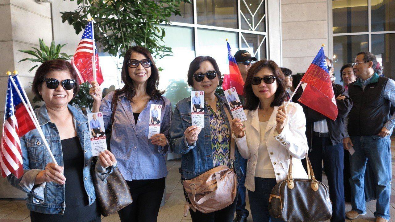 高雄市長韓國瑜美西時間14日上午9時在洛杉磯有一場千人演講會,一早就吸引大批華僑...