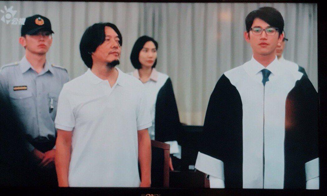 吳慷仁飾演的律師王赦在法庭上崩潰。圖/翻攝公視