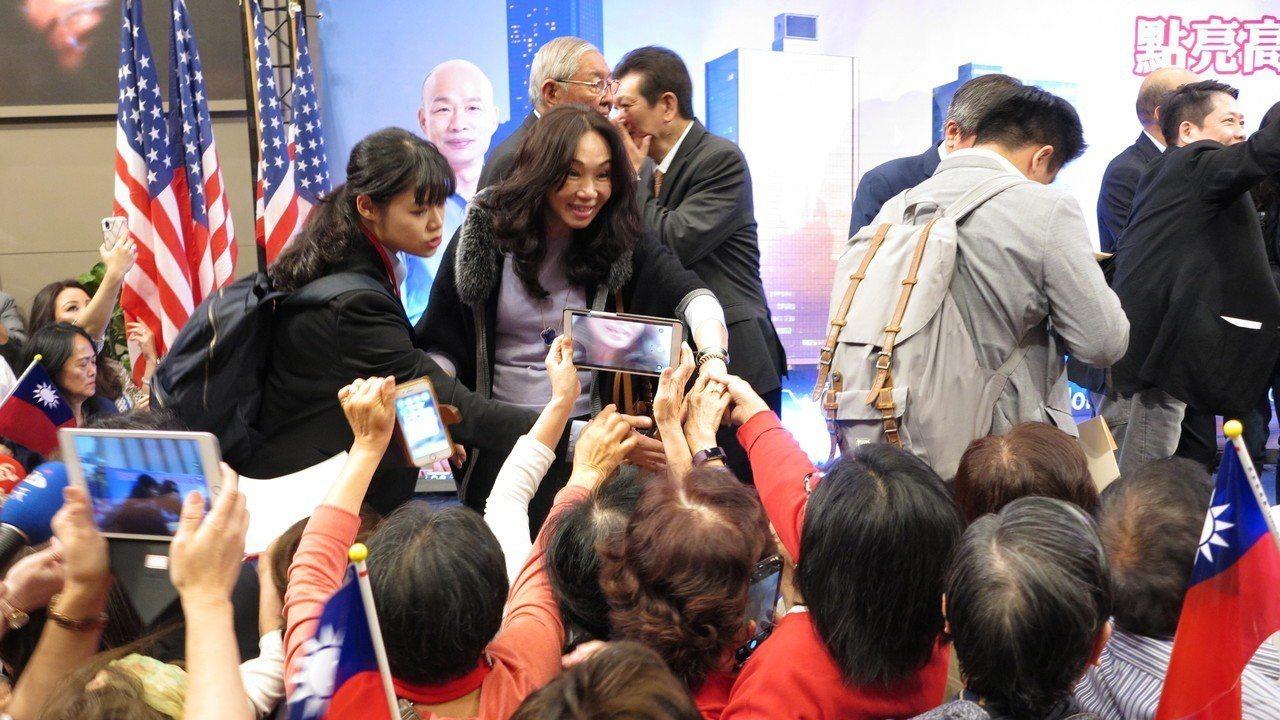 韓國瑜夫人李佳芬也受到華僑歡迎。記者王慧瑛/攝影