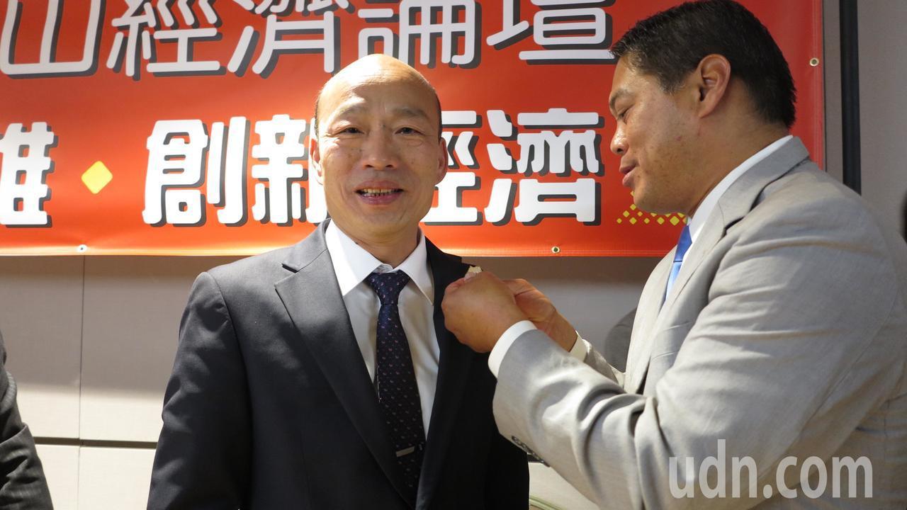 高雄市長韓國瑜(左)昨主持「圓桌招商座談會」。記者王慧瑛/攝影