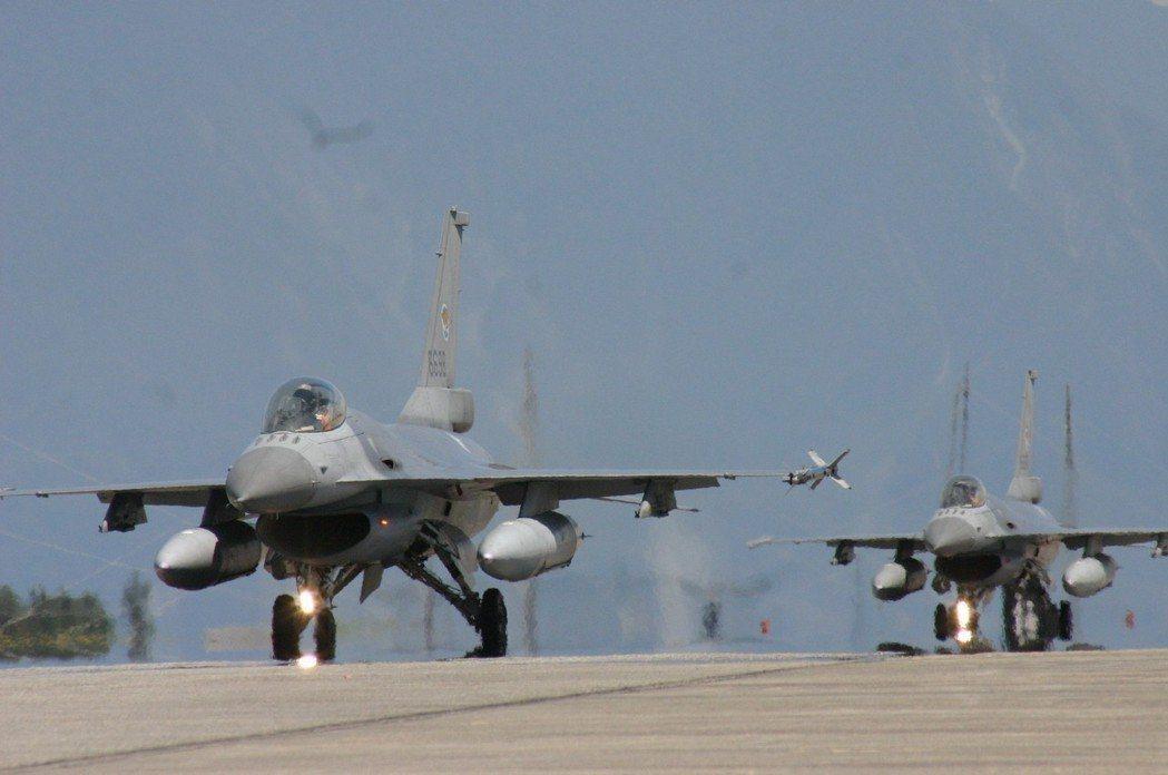 部署在花蓮的F-16戰機機群。資料照。記者洪哲政/攝影