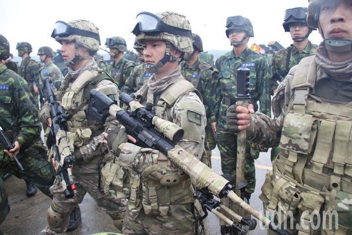 國防部預判,當國軍志願役人力達成90%員額補充目標的16.9萬人後,年度所需人事...