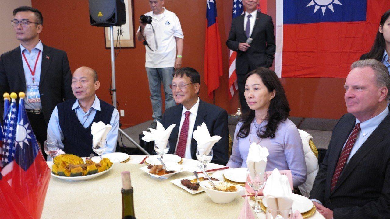 高雄市長韓國瑜訪美行程來到北加州,美西時間14日晚間與當地僑胞餐敘,也獲頒榮譽市...