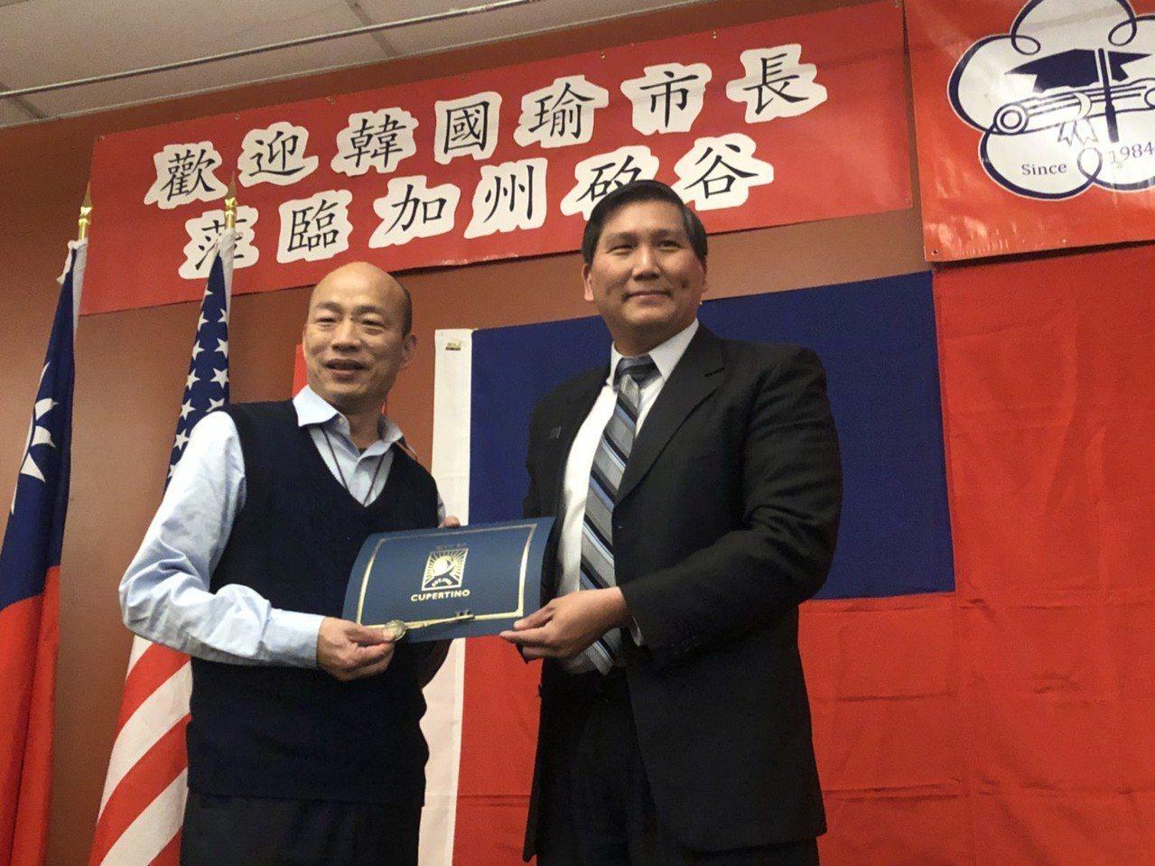 Cupertino庫柏提諾市的前市長、華裔現任市議員Darcy Paul蒲仲辰,...