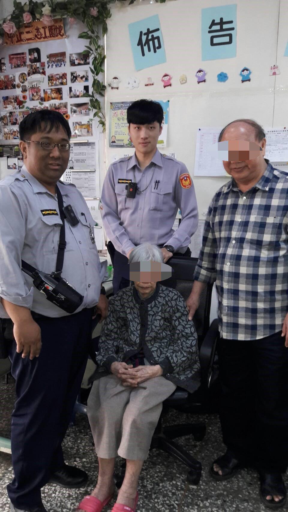 90多歲的林姓婦人前天坐在住家巷口路旁,路過民眾見時值近午,林婦疑似失智且汗如雨...