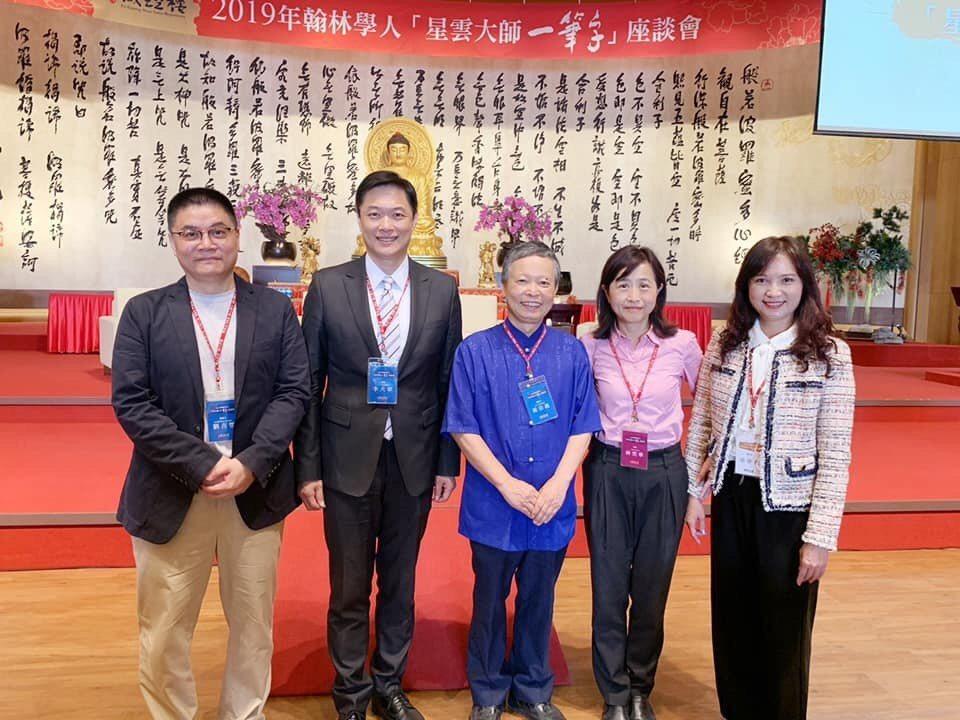 台北護理健康大學中西醫結合護研所副教授劉吉豐(左一)分享他和學生的小規模研究,發...