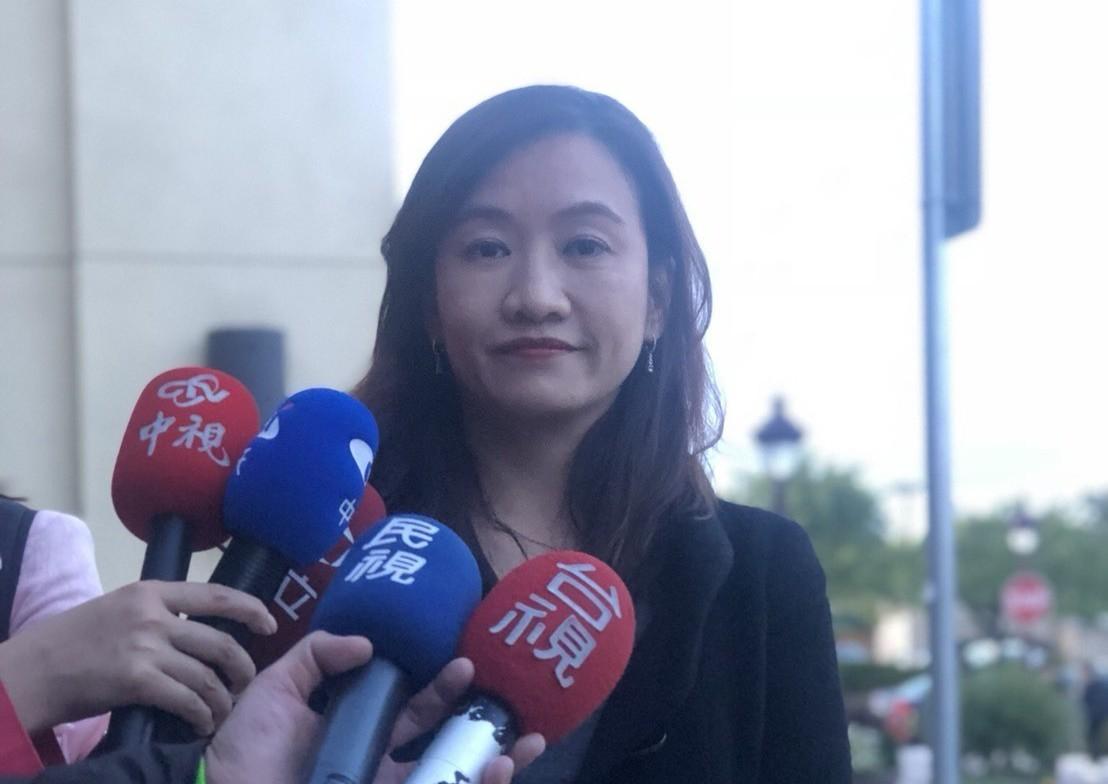高雄市長韓國瑜車子疑遭裝追蹤器,對於是否提告,高雄市新聞局長王淺秋表示,目前並沒...