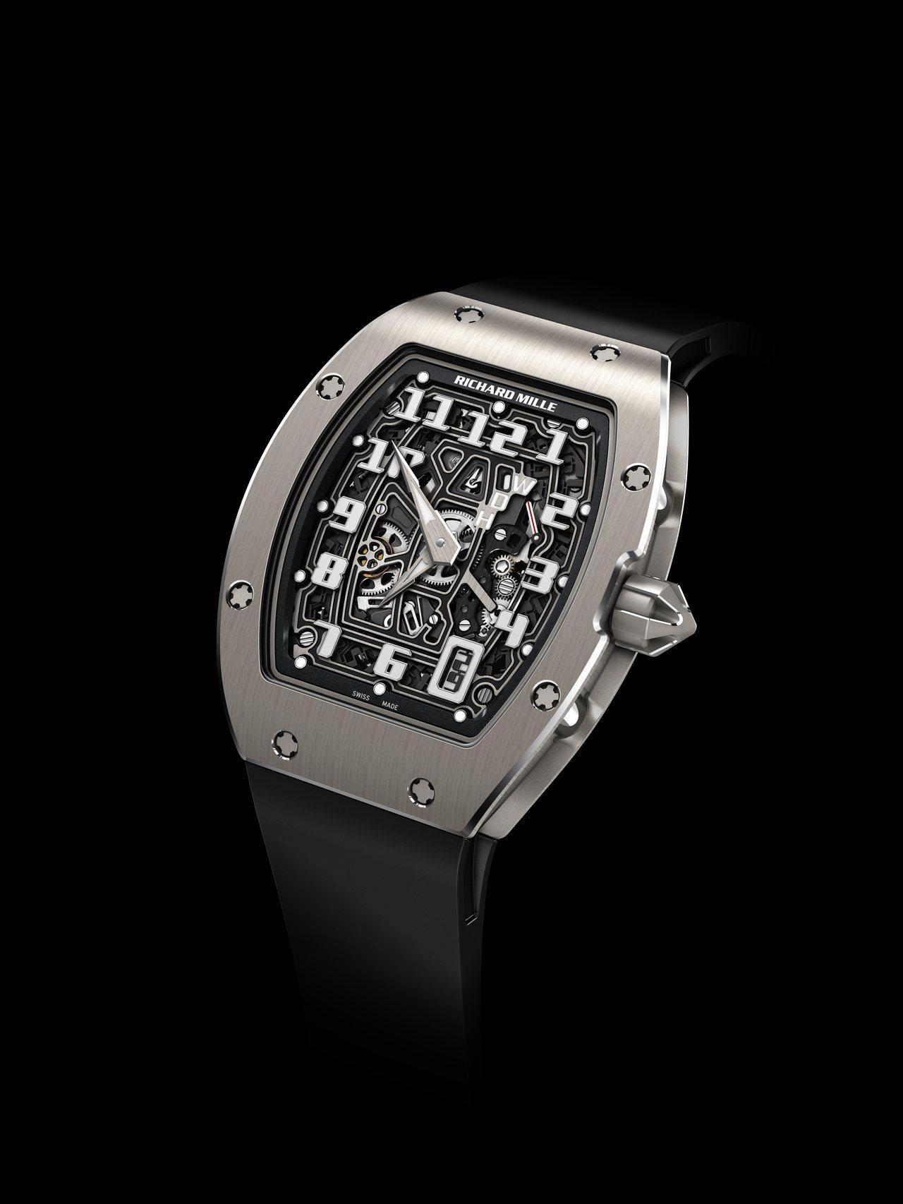 RM67-01超薄自動上鍊腕表,鈦合金表殼,表身厚度僅7.75毫米,具50小時動...