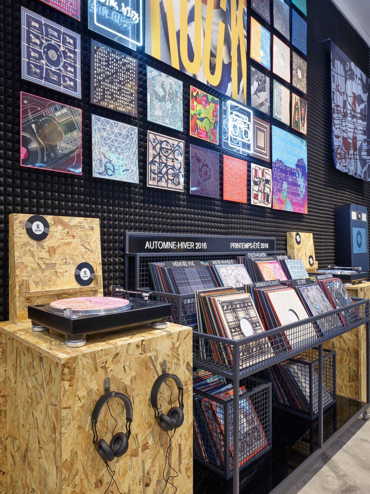 「Silk Mix男士絲巾快閃店」將以黑膠唱片行為靈感。圖/愛馬仕提供