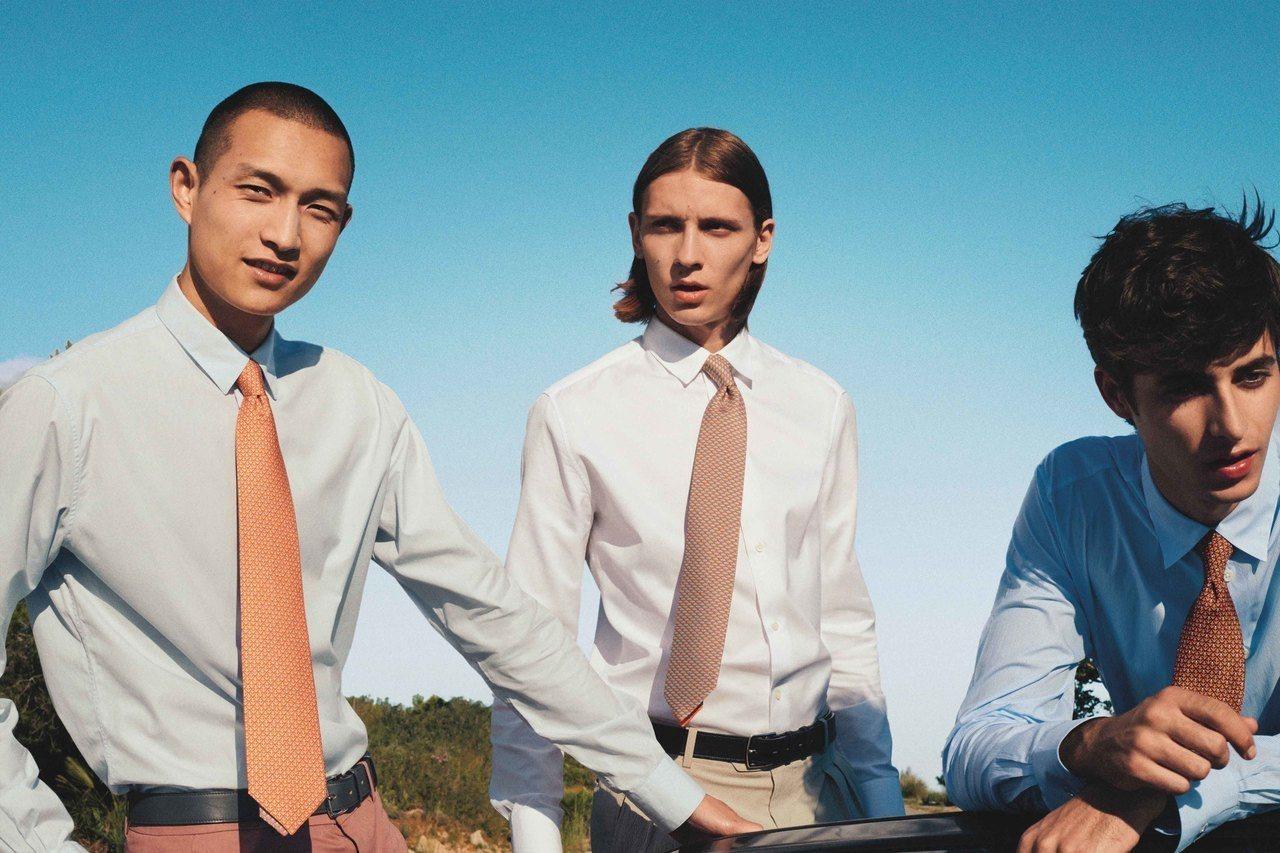 愛馬仕在1949年推出第一條領帶,其後也發展出方形絲巾、蝴蝶領結、口袋巾等等齊全...