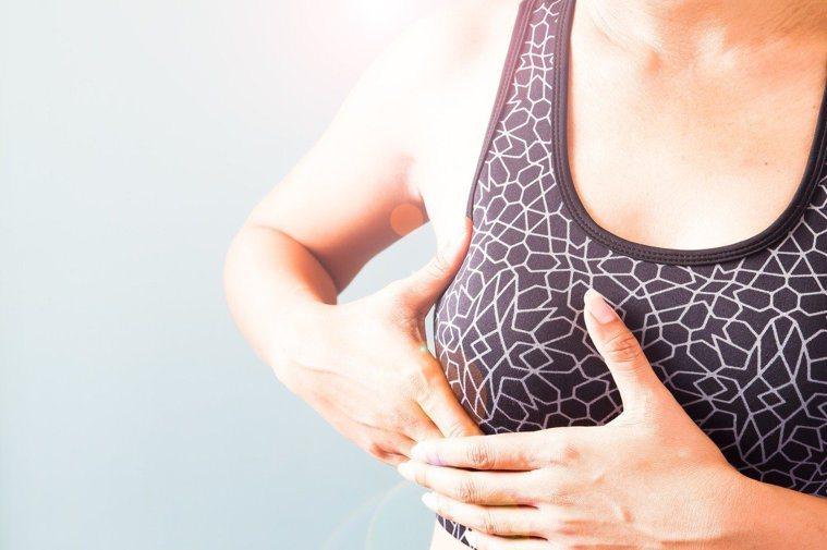 癌症登記最新報告初次診斷女性乳房惡性腫瘤有1萬2672人。 示意圖/ingima...