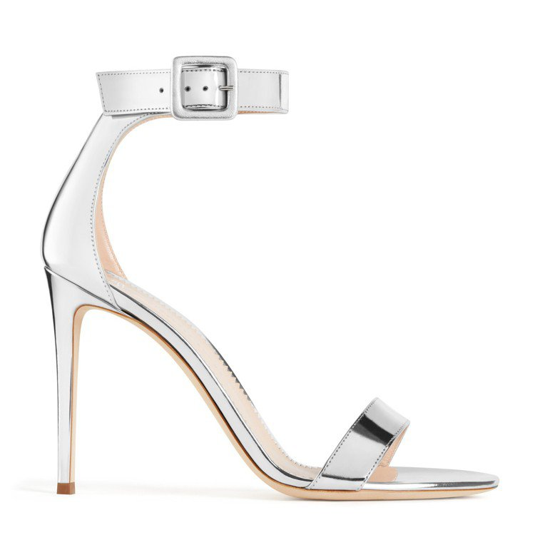 銀色NEYLA鞋款。圖/Giuseppe Zanotti提供