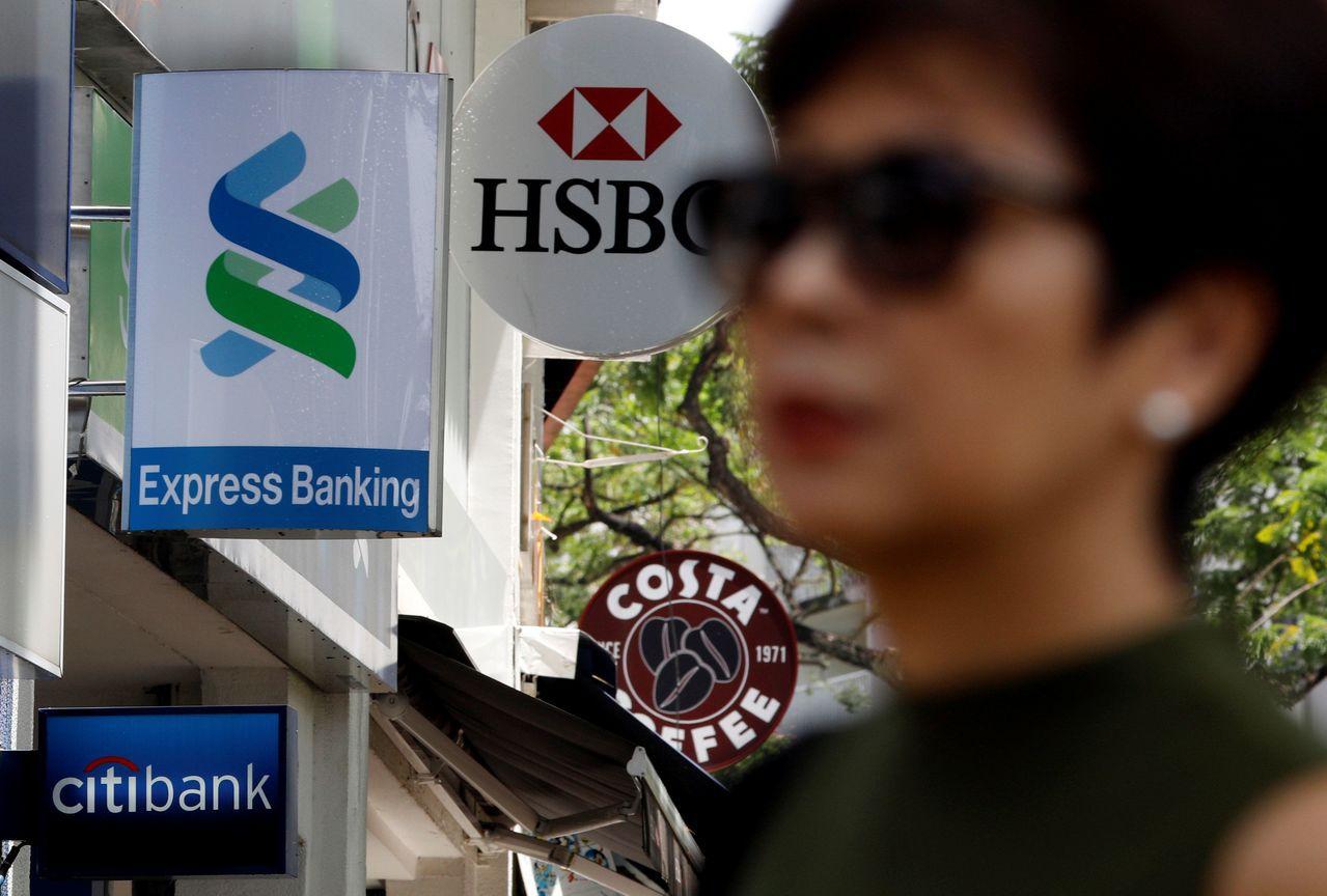 香港反送中抗爭越演越烈,有香港民眾在網路上發起「816銀行大擠兌」。路透
