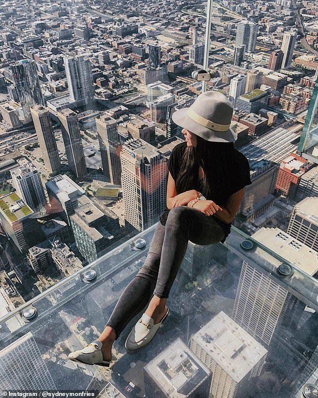 福坦莫大學大四生蒙費里斯14日凌晨至校園內一座鐘塔上拍攝紐約市的美景,不慎從12...
