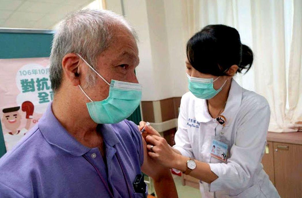 安南醫院社區暨預防醫學科主任蔡忠紘指出,百日咳、麻疹這些疾病都是可以靠打疫苗來預...