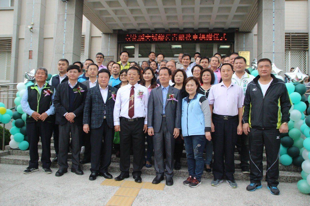 大城鄉公所今天舉行「長青服務車」捐贈儀式。記者林敬家/攝影