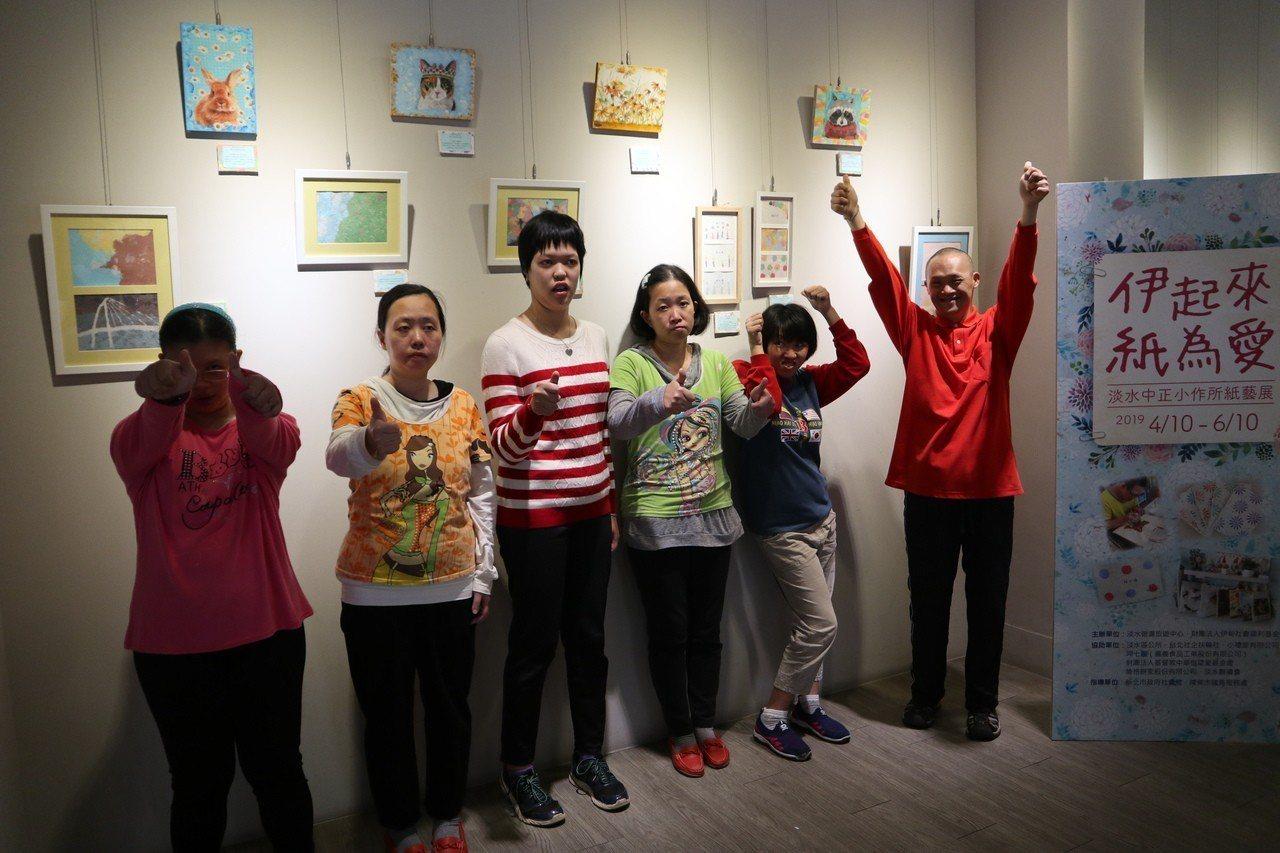 淡水中正小作所今舉辦「伊起來紙為愛」紙藝展義賣活動。圖/伊甸淡水中正小作所提供