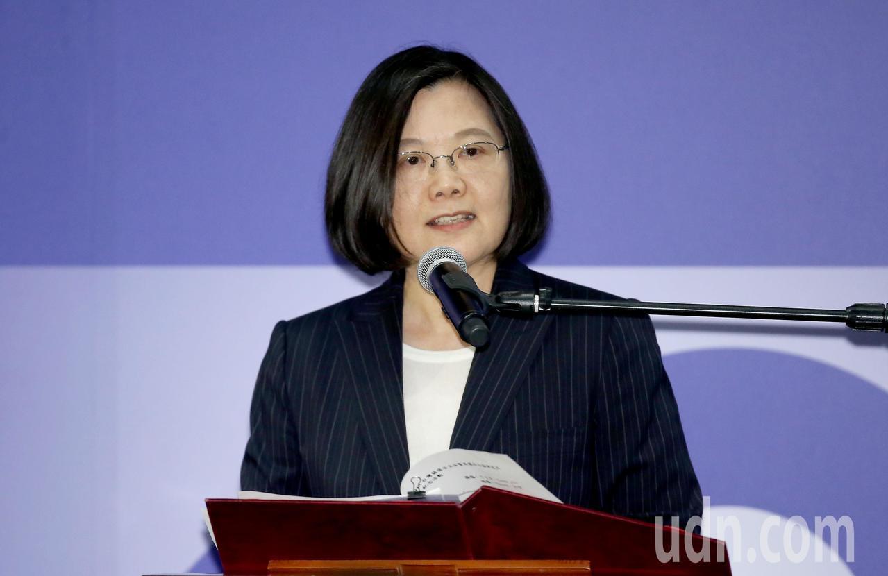 美國在台協會今晚在內湖新館舉辦《台灣關係法》40年友誼慶祝酒會,蔡英文總統出席致...