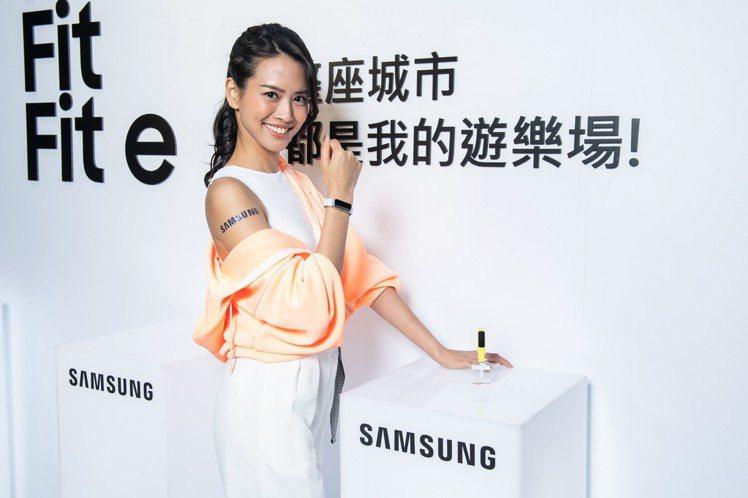 三星新系列運動手環Galaxy Fit,建議售價3,880元,預計於6月初上市;...