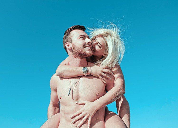 情侶在一起,平均會胖6公斤。圖/摘自 pexels