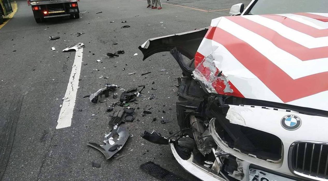 紅斑馬車損。記者蕭雅娟/翻攝