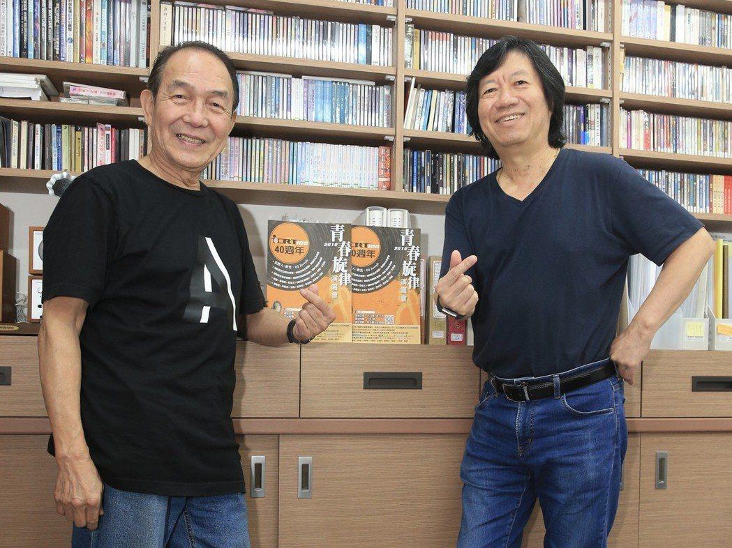 愛克遜合唱團譚健常(右)與陳體強(左)接受專訪。記者林伯東/攝影