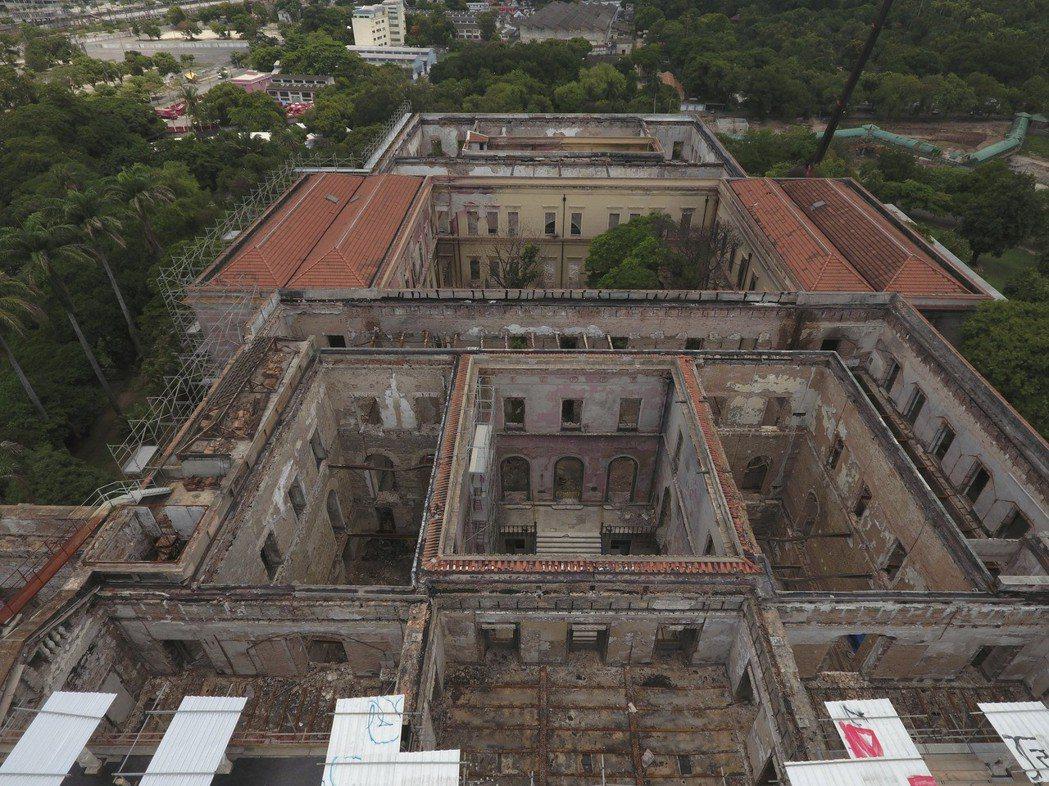 在去年大火中,巴西國家博物館有9成館藏遭焚毀。(美聯社)