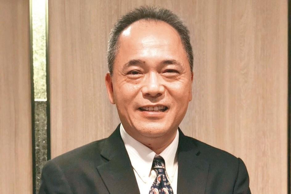 崇越電董事長潘振成