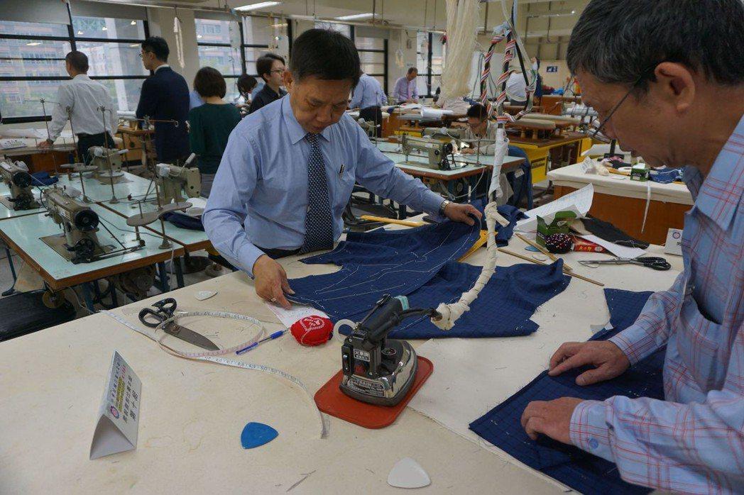 紳裝西服董事長李萬進以70歲之姿參加比賽    紳裝西服/提供