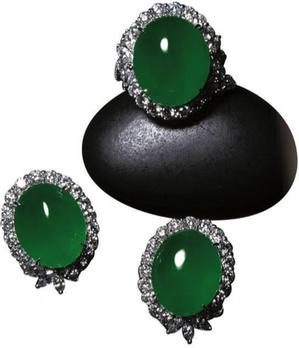 攤位號N222「大曜珠寶有限公司」,展出的翡翠套組。 圖/業者提供。