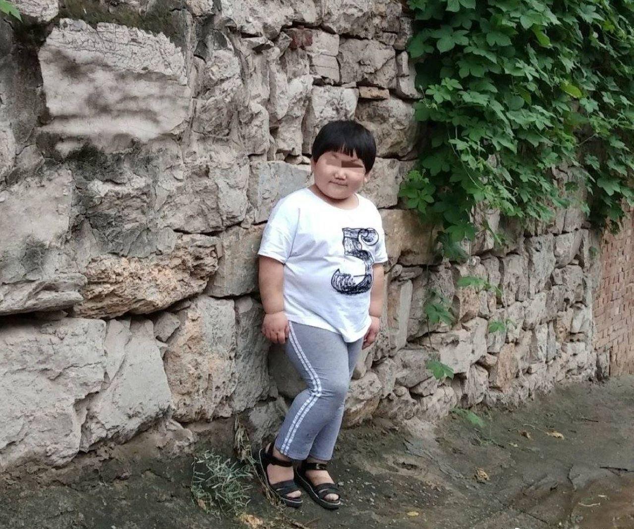 河北一名六歲女童,日前被父母送到河南登封市少林寺小龍武院學習,不料,一天後竟死亡...