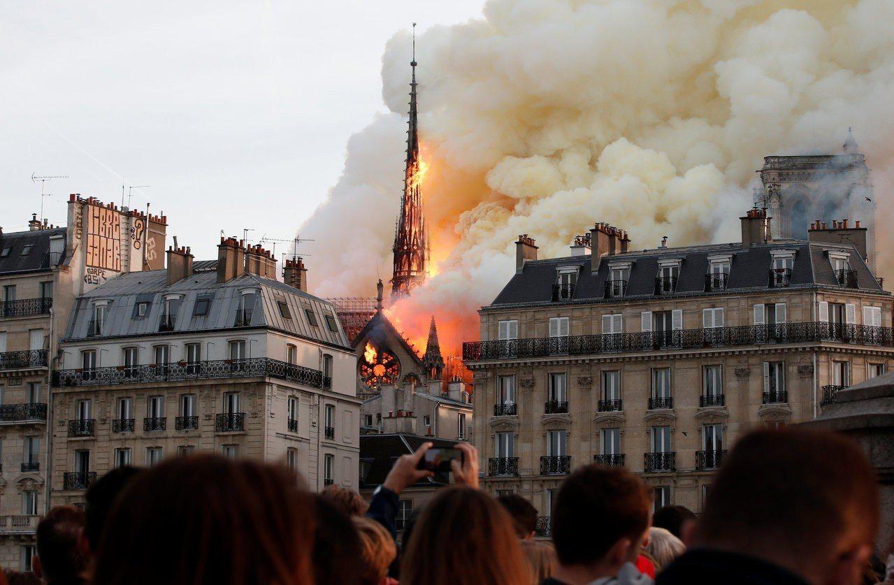 從巴黎聖母院大火反觀台灣,曾柏瑜指出近十年來台灣燒掉了更多文化資產。圖片來源/路...