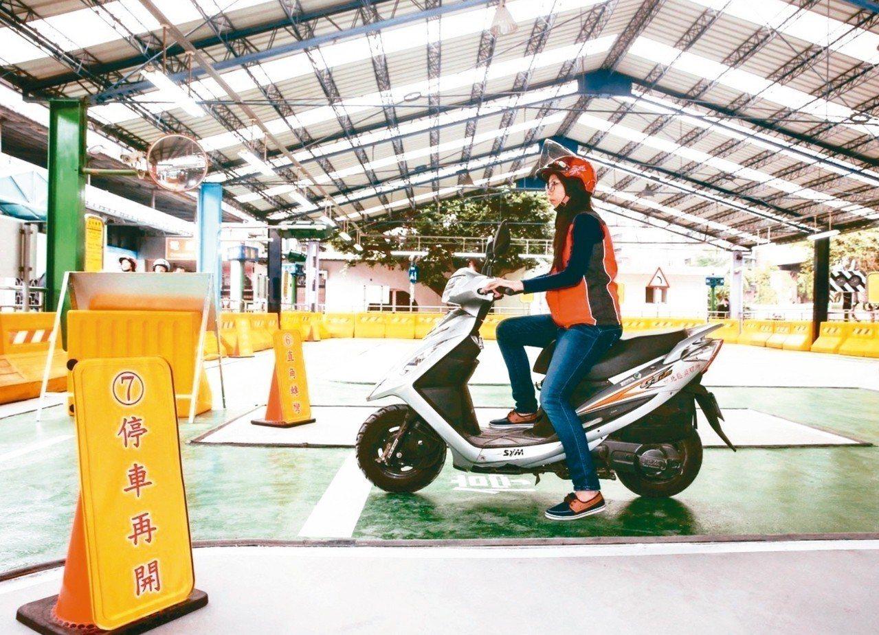交通部公路總局今起補助8000人,上機車駕訓班。 圖/聯合報系資料照片
