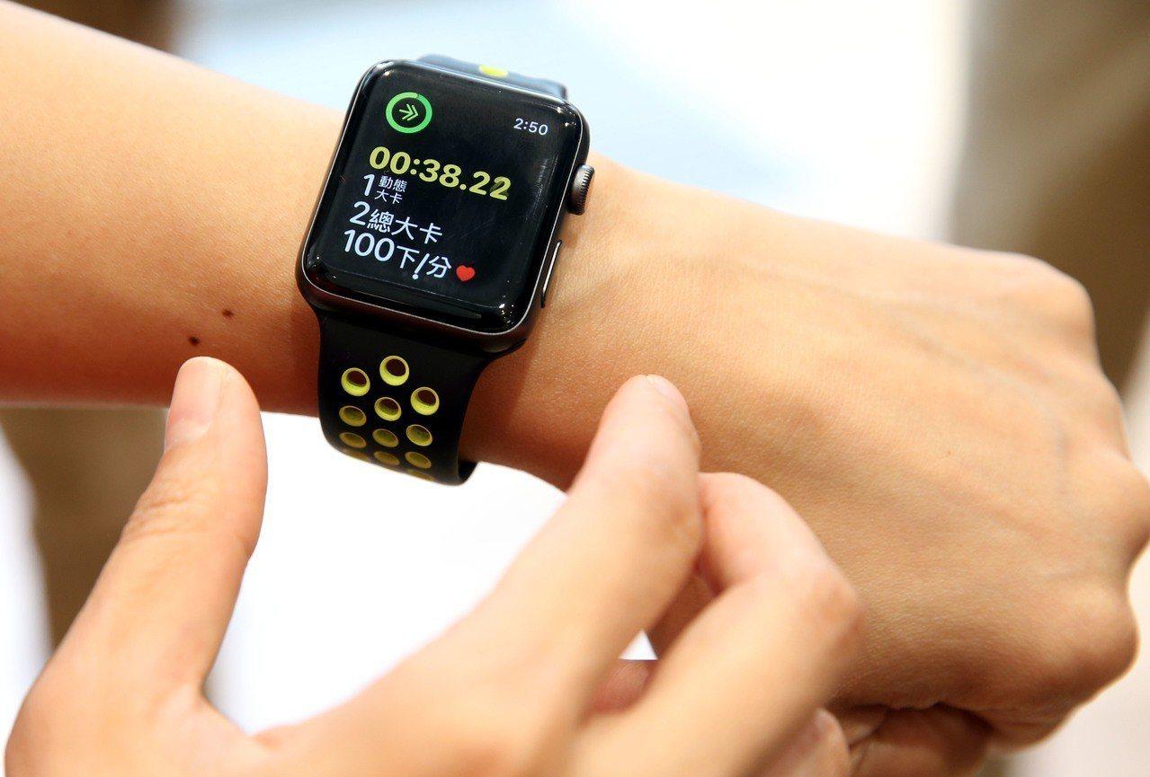 宣德主要營收來源包括Apple watch(見圖)、AirPods和Type-C...
