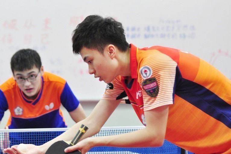 被外界譽為台灣男子桌球新希望、今年僅18歲的國手林昀儒(前)。 中央社