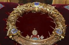 巴黎聖母院遇火劫 神父英勇衝火場搶救荊棘冠冕