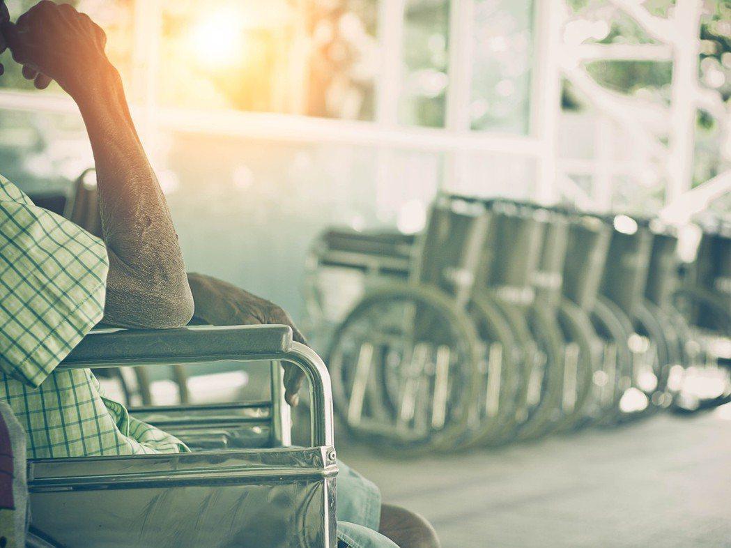 許多夥伴可能都知道購買輔具可以向政府申請補助,但必須要先符合長照或者是身障資格才...