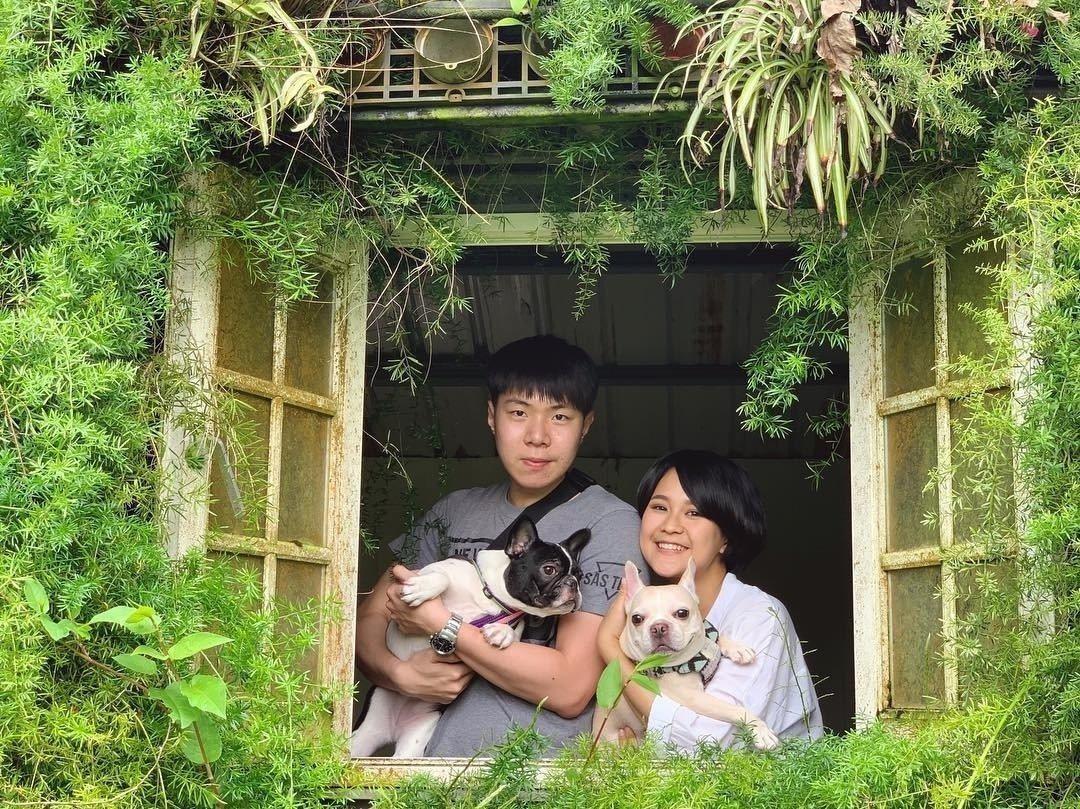 圖/抱著毛小孩拍照,也是張幸福滿溢的全家福阿。網友chu.chienying授權